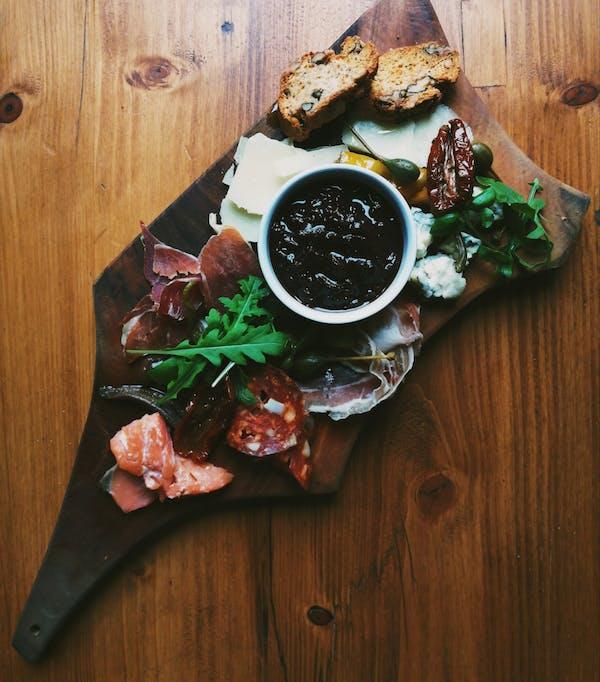 Deska wędlin, serów i ryb z naszej wędzarni