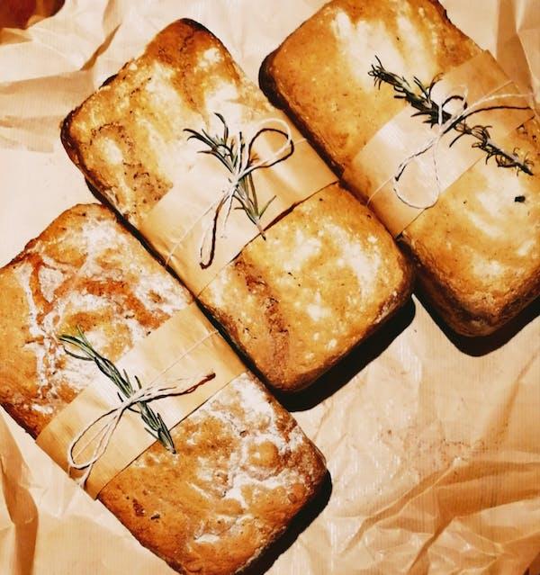 Chleb żytni razowy z czarnuszką 800g