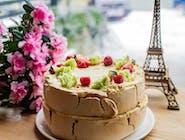 Tort bezowy owocowy