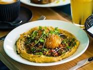 hummus z zatarem, salsą pomidorowo-paprykową i falafelem