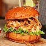 1. BBQ BEEF BURGER s fritovanou cibuľkou + Hranolky + Kečup