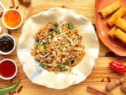 Ryż jaśminowy z warzywami i sajgonkami