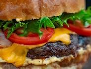 Burger Wołowy 100% ser cheddar