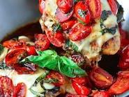 Grillowany Filet z kurczaka w Pesto Bazyliowym z Pomidorkiem Koktajlowym i Camembertem Francuskim/ ziemniaczki ,ryz ,kasza /surówka