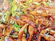 Orientalna Wieprzowina  stir fry z warzywami  w sosie ostrygowym  z ryżem i  surówką