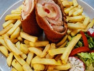Rulou de porc Maestro cu cartofi prajiti si salata