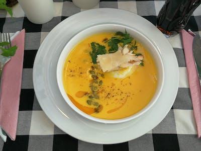 Zupa Szefa: Krem dyniowo-marchewkowy z płatkami z kurczaka i parmezanem