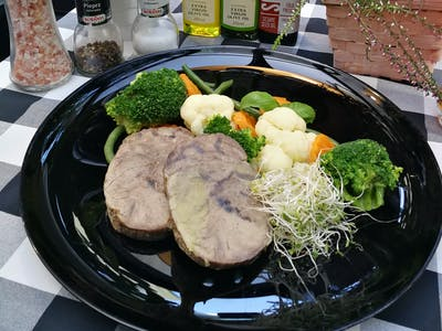Wołowina wolno gotowana z warzywami 180g. + 150g.