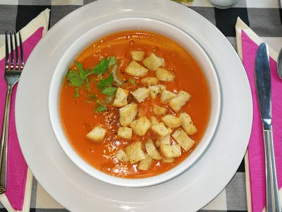 Zupa Szefa: Zimowy krem pomidorowy z fenkułem, papryczką chili i oliwą