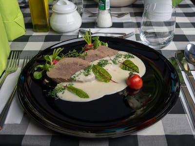 Wołowina wolno gotowana w sosie chrzanowym 180g +100g