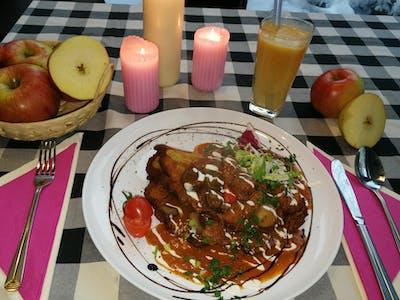 Zamów placek po węgiersku z gulaszem z polskiej wołowiny i odbierz świeżo wyciskany sok z jabłka GRATIS!