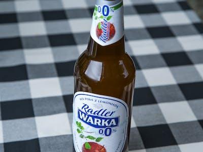 Piwo bezalkoholowe Warka Radler o smaku truskawka - rabarbar
