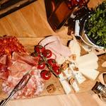 Salezione di formaggi e salumi
