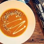 Zupa dahl z czerwoną soczewicą i batatem + dowolny waffel z menu + domowa lemoniada lub kawa