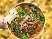 Rozgrzewająca i odżywcza pikantna zupa kimchi z wakame