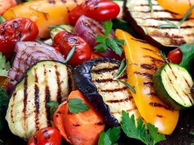 warzywa grillowane (cukinia, bakłażan, kolorowe papryki, czosnek, czerwona cebula)
