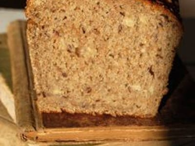 chleb własnego wypieku ciemny cały