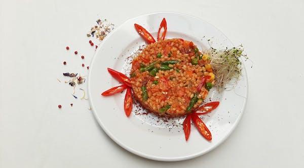 Kasza pęczak z warzywami po meksykańsku i suszonym pomidorem