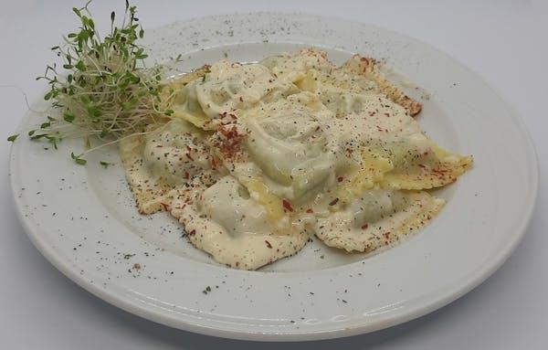 Ravioli ze szparagami w sosie serowo-śmietanowym