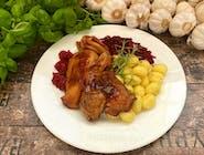 Pół pieczonej kaczki z jabłkami i sosem żurawinowo - winnym