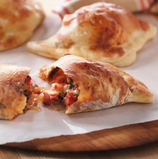 Stromboli - 3 rogale z ciasta do pizzy