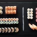 Love (34 szt) Egzotyczne smaki w sushi!