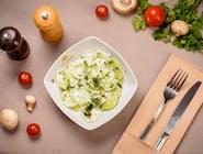 Salată de castraveși cu smântână și mărar