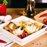 Makaron zapiekany z warzywami i mozzarellą fior di latte