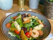 Sałatka z krewetkami, cząstką pomarańczy, mieszanka włoskich salat i winegretem pomarańczowym
