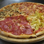 12. Pizza Quatttro Stagioni (każda ćwiartka pizzy jest z innym składnikiem)