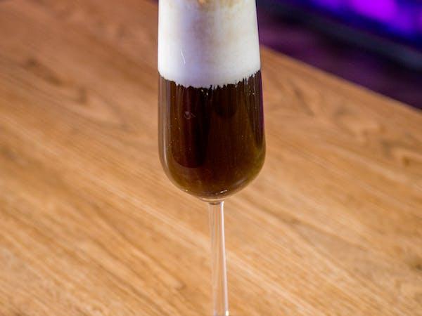 Irish Coffee : cafea , Whisky Bushmills , lapte , frisca (200 ml)