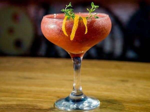 Strawberry and Thyms, vodca( ketel one, capsuni, suc lamaie, zahar)  (250 ml)