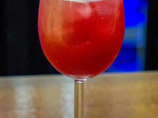 Berry Tonic : schwepps tonic , piure de zmeura (300 ml)