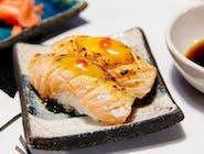 Nigiri z łososiem grill