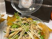 Sałatka z grilowanym kurczakiem w imbirowo-musztardowym sosie