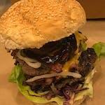 Burger krowa z bykiem