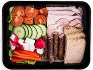 VIP: Jajecznica na maśle, pieczywo mieszane, masełko, dżem, miód, ogórek, pomidor, frankfurterki, ser żółty,  Jogurt naturalny z płatkami i owocami, woda 0,5L
