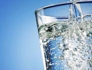 Woda mineralna lekko gazowana