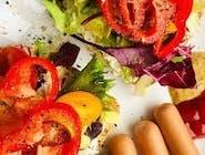 PREMIUM:   Omlet lub jajka sadzone, parówki,  ser żółty, pomidor, ogórek,  pieczywo mieszane, masełko, dżem, miód, sernik, woda 0,5L