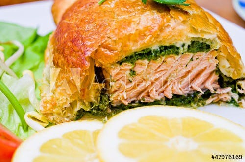 Filet z łososia w cieście francuskim