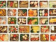 DANIE DNIA: Zupa ogórkowa, Schab po parysku, ziemniaki, surówka