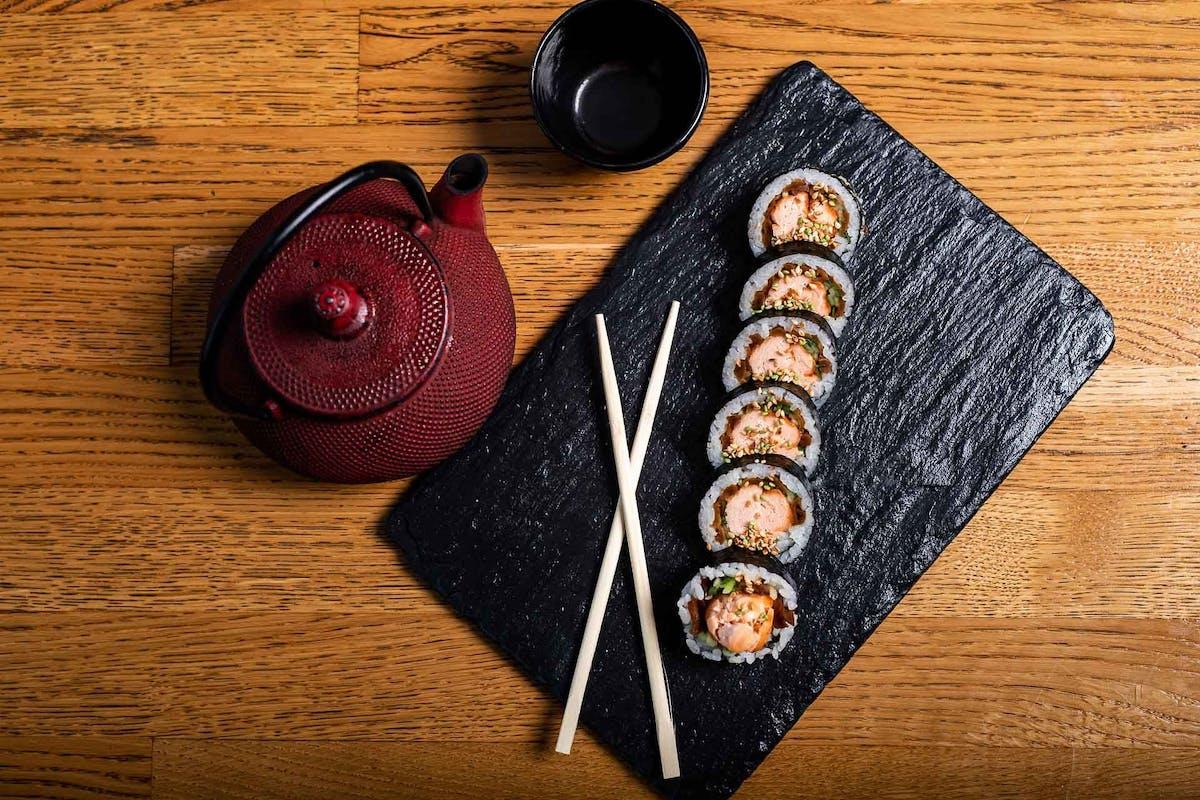 YAKI FUTOMAKI - rolki wieloskładnikowe z pieczoną rybą - 6 szt.