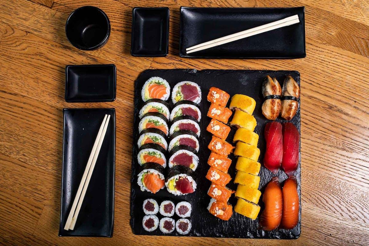 ZESTAWY SUSHI CLASSIC - zestawy sushi wegetariańskie i z surową rybą