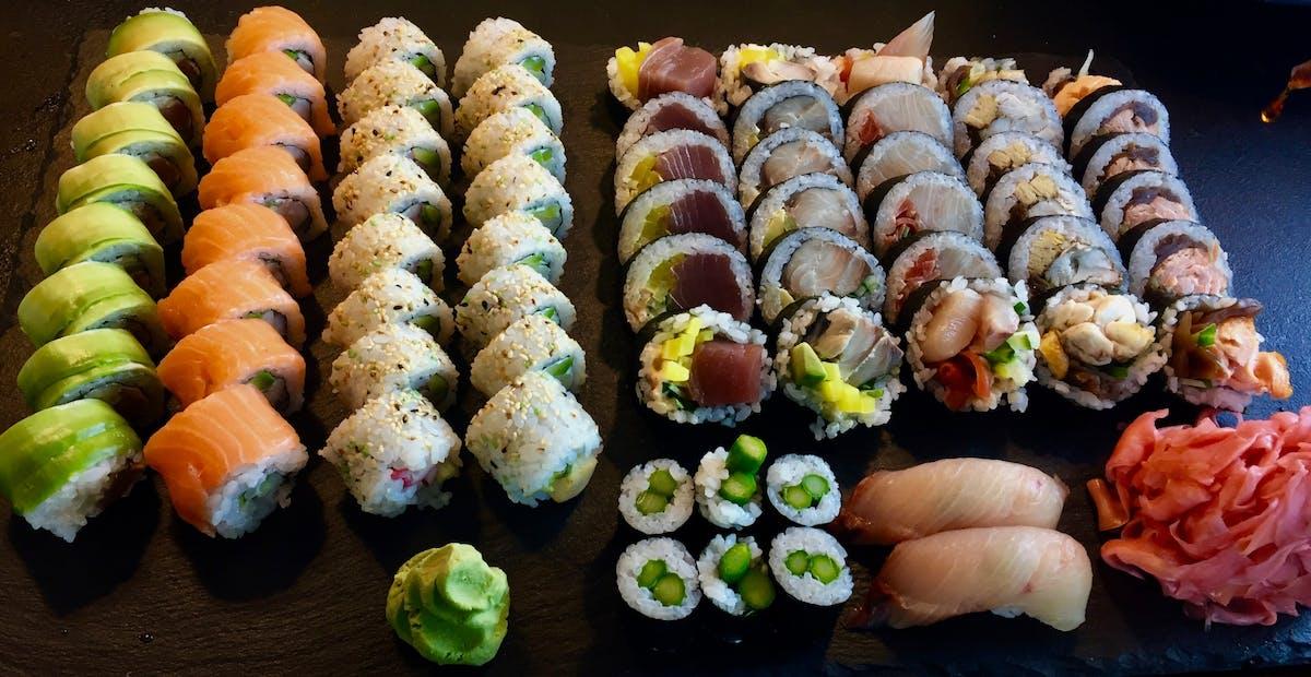 ZESTAWY EXTRA zestawy sushi mieszane z rybą pieczoną i w temurze