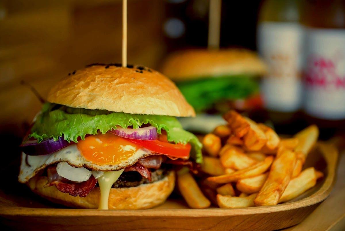 Burgery 100% sezonowanej wołowiny (burgery z mięsem 200g)
