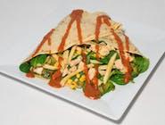 20. Naleśnik - Kurczak gyros, frytki, świeże liście szpinaku, rukola, ogórek kiszony, kukurydza  // sos