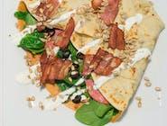 14. Naleśnik - Bekon, salami, świeże liście szpinaku, rukola, ser camembert, oliwki, prażone pestki słonecznika  // sos