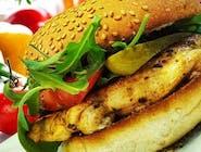 Burger z grillowanym kurczakiem