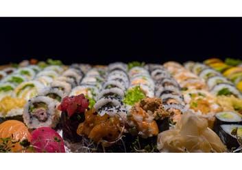Powiększ swój zestaw o 6 szt Futomaków z pieczoną rybą za 13zł