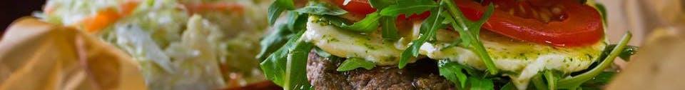 Zestaw: Burger z surówką coleslaw i napojem 0,5l